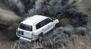 Подрыв днища: Бронированный Land Cruiser пережил взрыв 17 кгдинамита